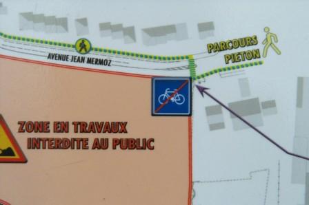 Panneau de signalisation sur le chantier du parc Sant-Vicens